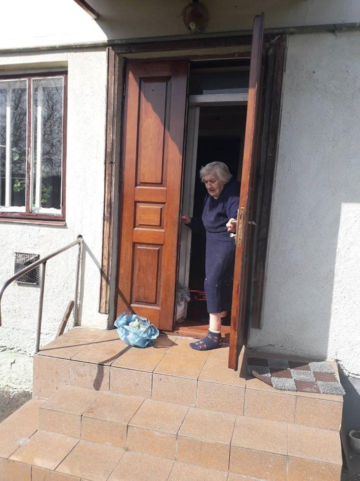 Соціальні установи Львова роздали понад 470 наборів з продуктами першої необхідності мешканцям міста
