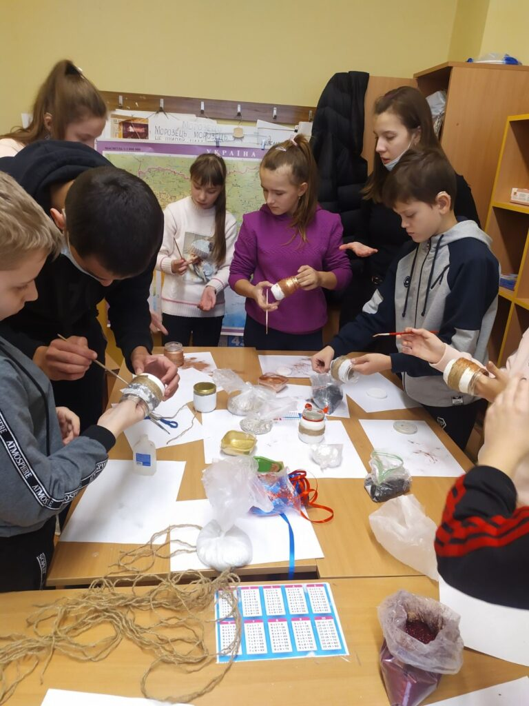 У Львові для дітей з вадами слуху тривають творчі майстер-класи