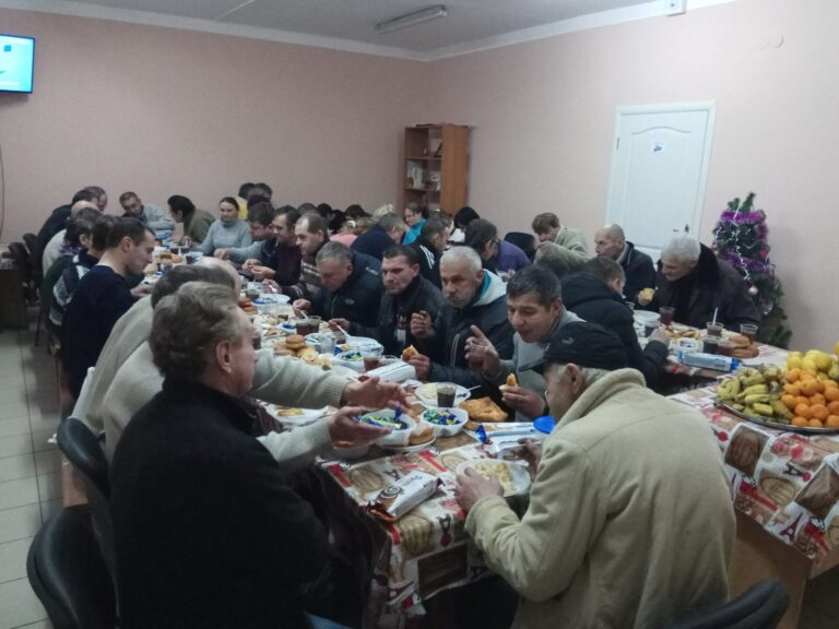 У Львові у переддень Різдва для бездомних, малозабезпечених та літніх людей організують святвечори, а на Різдво — святкові обіди