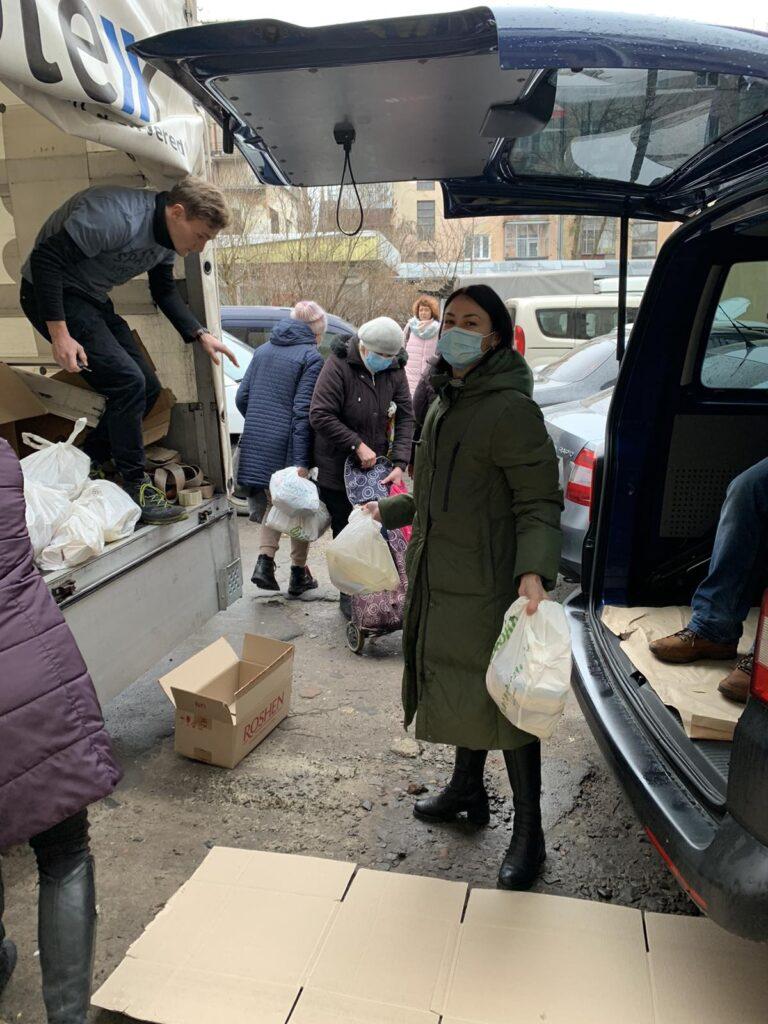 До Різдва 580 літніх одиноких львів'ян з інвалідністю отримали продуктові набори