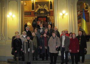 «Дон Жуан» для літніх львів'ян: група осіб поважного віку побували у львівській опері