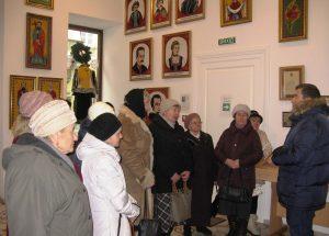 Львів'яни літнього віку побували в Музеї вишиваних ікон та образів