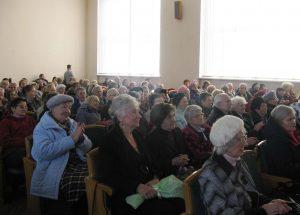Літні бабусі та дідусі побували на концерті Мар'яна Шуневича