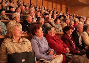 Співи, танці, вірші: у Львові на Погулянці з нагоди Міжнародного дня людей похилого віку відбувся святковий концерт
