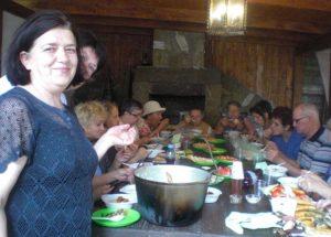 У Львові для літніх людей організували мандрівку до цілющого джерела