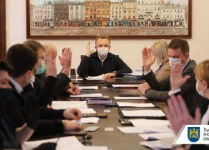 13 працівників лабораторного центру отримають від міста по 10 тис грн допомоги