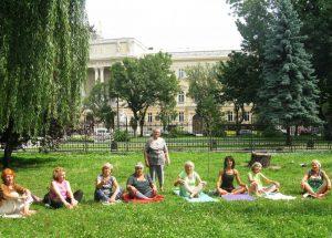 Для літніх львів'ян провели заняття з йоги