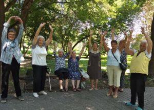 Львів'яни поважного віку вправлялись дихальній гімнастиці