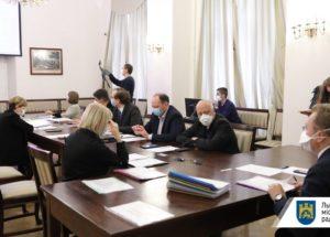 Ще 145 медичних працівників отримають допомогу від мерії Львова