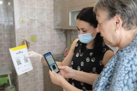 У Львові для людей похилого віку стартував проєкт з онлайн-оплати компослуг