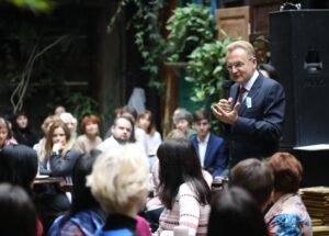 Андрій Садовий привітав працівників соціальної сфери з нагоди професійного свята