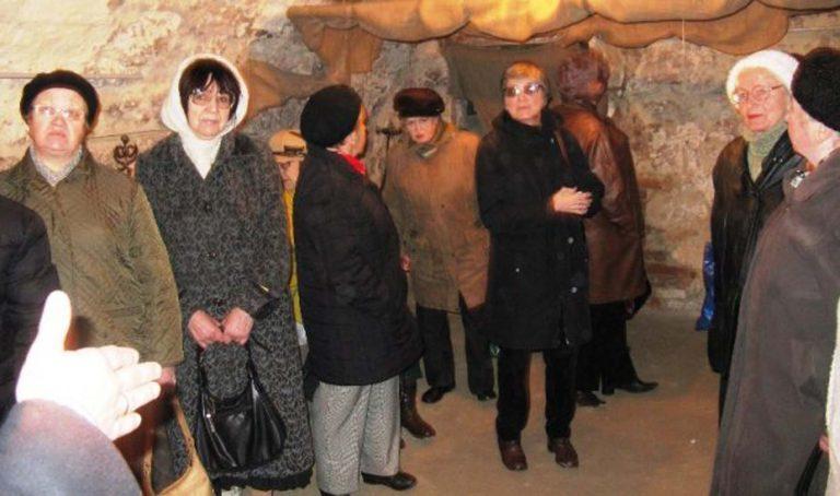 Літні львів'яни побували на екскурсії підземеллям Львова