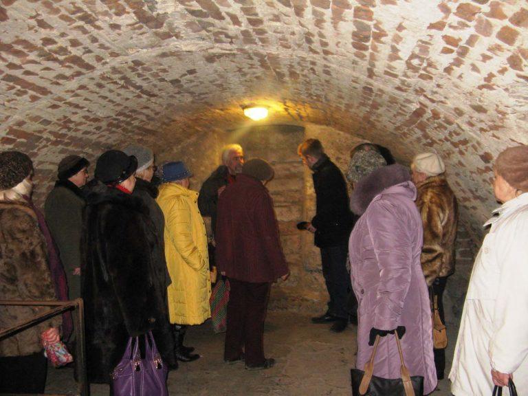 Літні городяни побували в середньовічному підземеллі