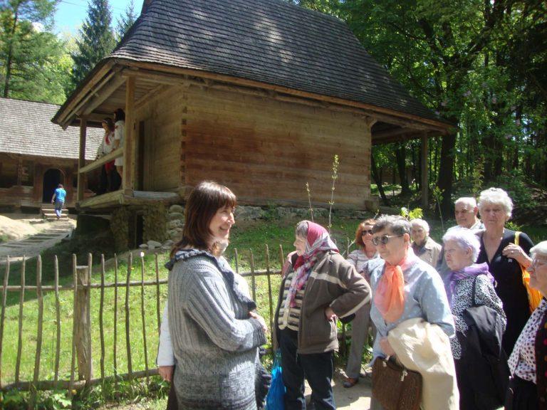 Львів'яни поважного віку побували на екскурсії в музеї народної архітектури та побуту «Шевченківський гай».