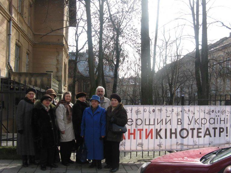 Літні люди побували в першому в Україні АНТИкінотеатрі