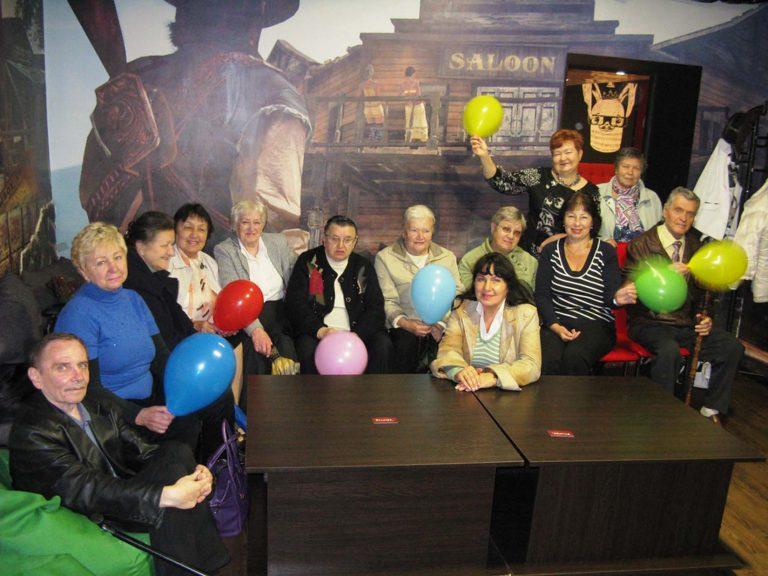 Дідусі та бабусі відзначили День людей поважного віку в першому в Україні АНТИкінотеатрі