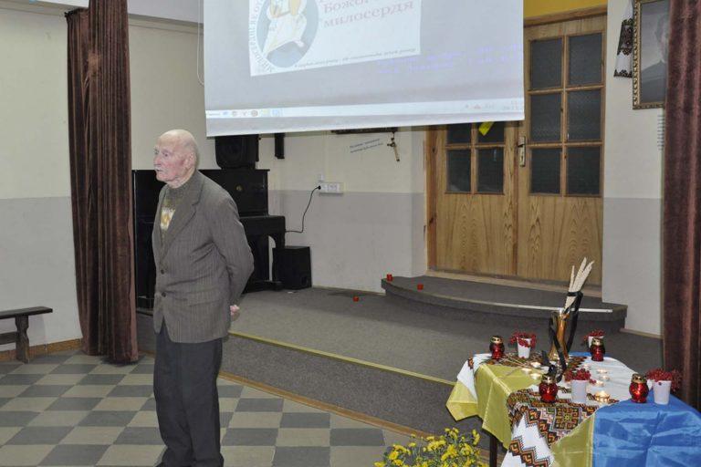 Літні люди вшанували пам'ять жертв Голодомору