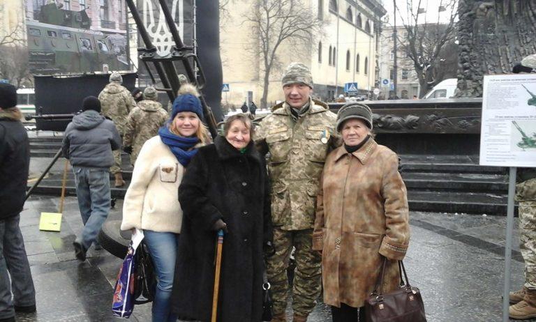 Літні городяни побували на марші на честь 25-ї  річниці Збройних Сил України
