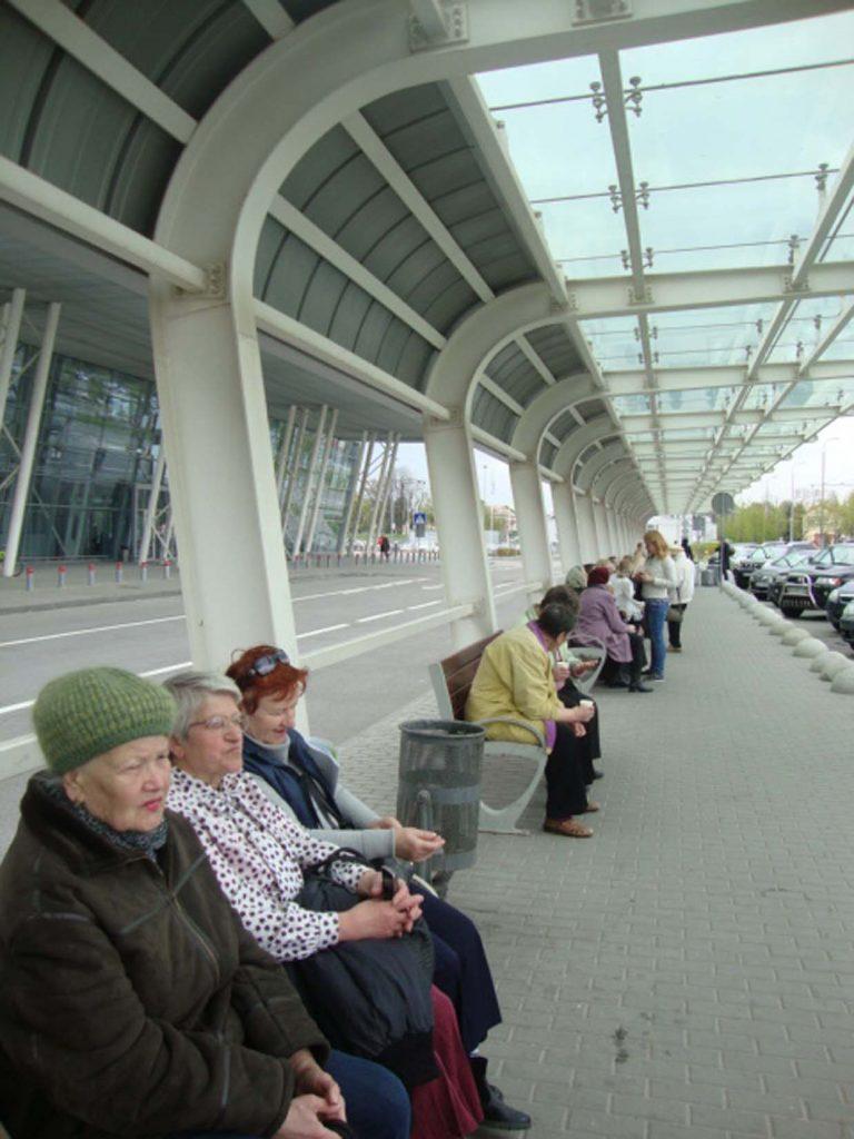 Відвідувачі центрів дозвілля Львівського міського територіального центру соціального обслуговування пенсіонерів та одиноких непрацездатних громадян побували у Міжнародному аеропорту «Львів»