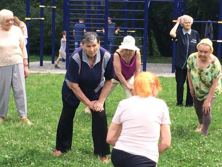 Відвідувачі центрів денного дозвілля Львівського міського територіального центру активно провели час у «Горіховому гаю»