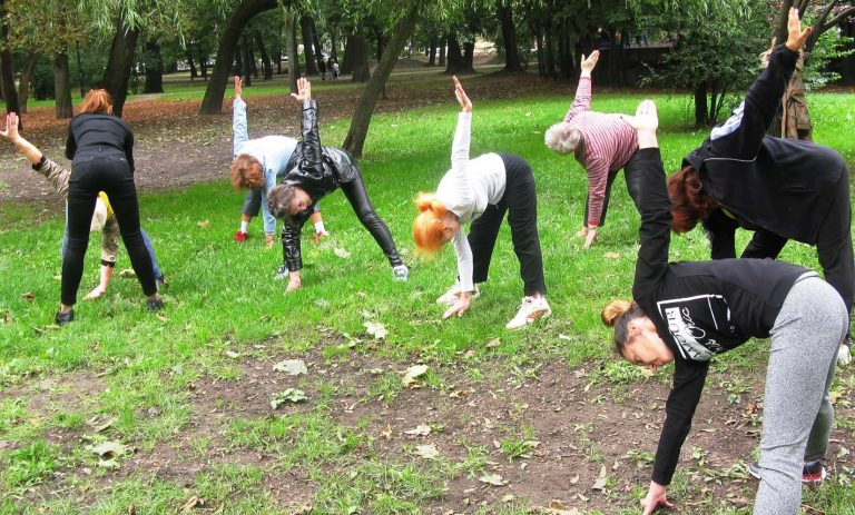 Для літніх городян Львівського міського територіального центру організували «побачення» з йогою