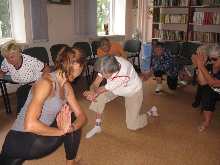 У Львівському міському територіальному центрі для літніх людей організували заняття з йоги