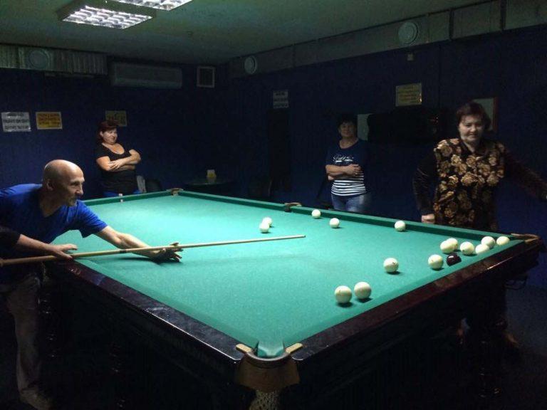 Турнір з більярду для літніх людей