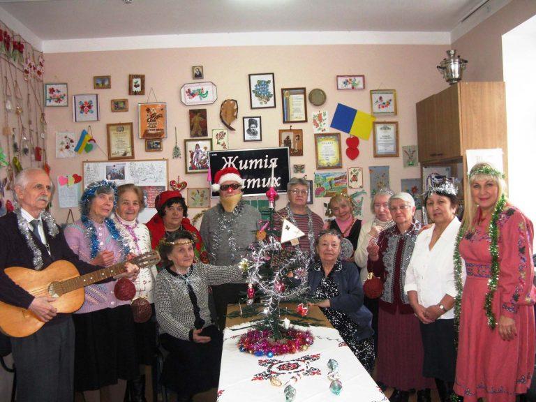 Літні люди відзначили день Святого Миколая в колі друзів