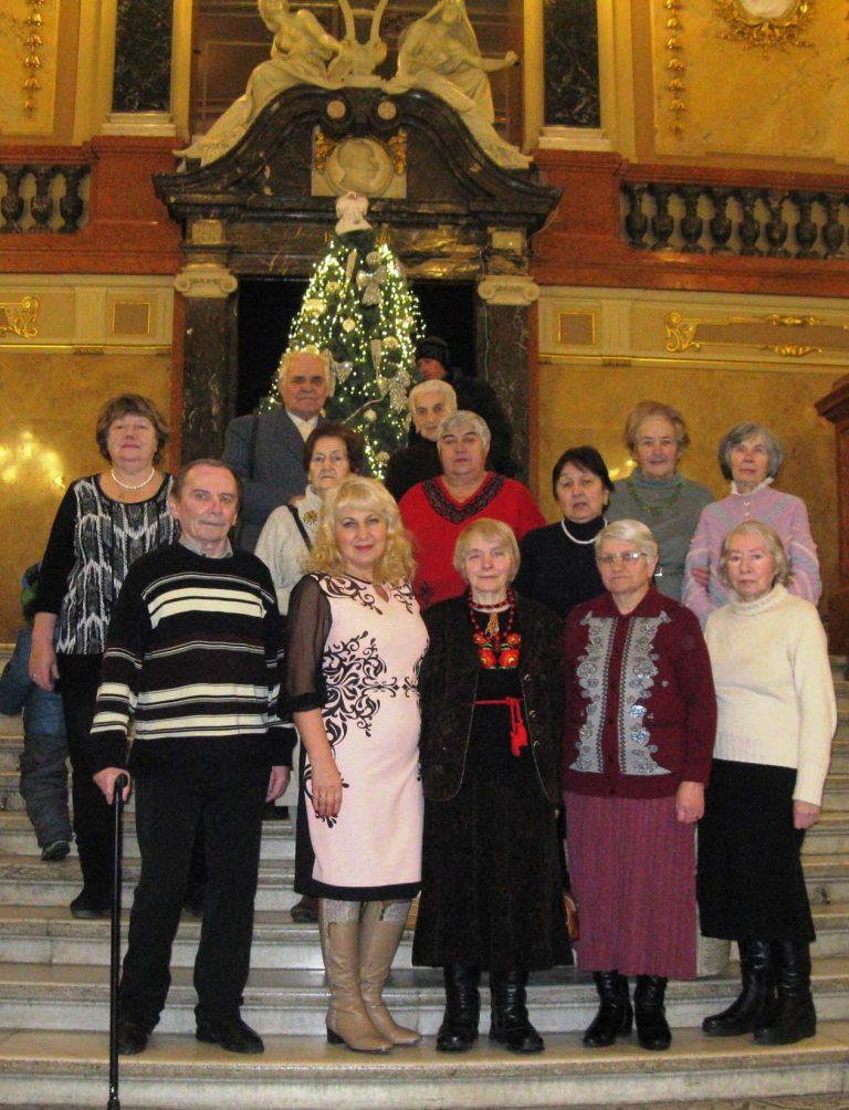 Літні люди побували на Різдвяному дійстві у Львівській опері