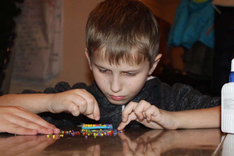 """ГО батьків і дітей з вадами слуху """"Дзвін"""" провела Передвеликодній Майстер-клас з розвитку дрібної моторики та арт-терапії для дітей з вадами слуху та сімей, які їх виховують та реабілітують"""