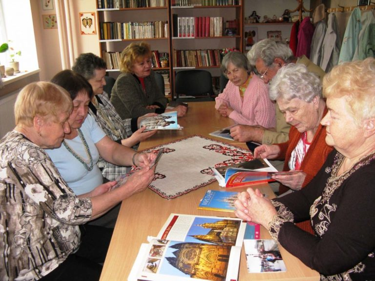У Центрі дозвілля літнім громадянам розповіли про визначні пам'ятки архітектури