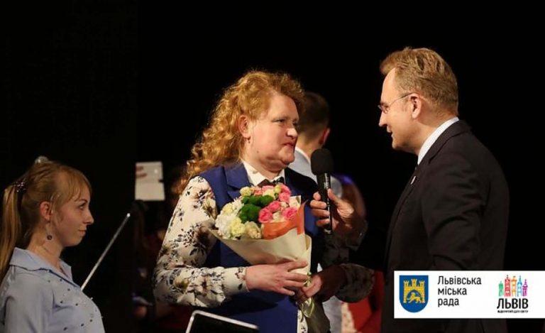 «Відчинилося життя» святкує своє 10-річчя: мер Львова вручив Оксані Потимко «Золотий герб міста Львова»