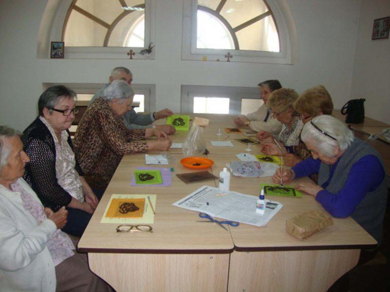 До Львова на каву: підопічні терцентру виготовили аплікацію з кавових зерен