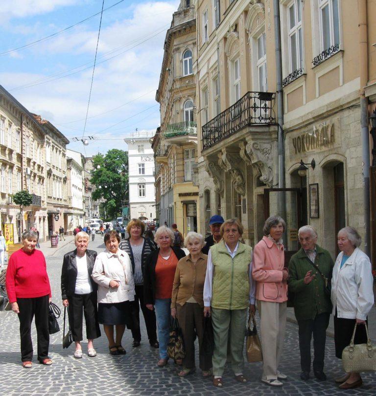 Для львів'ян літнього віку організували цікаву екскурсію