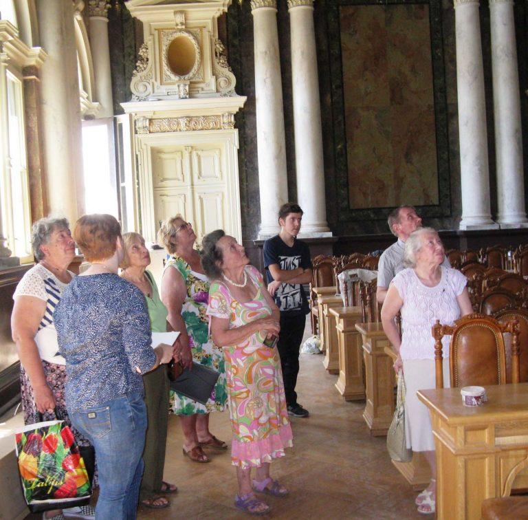 Для львів'ян поважного віку організували екскурсію у музей Львівської політехніки