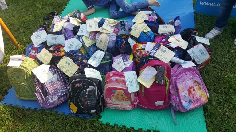 У Львові дітям із кризових сімей подарували шкільне приладдя