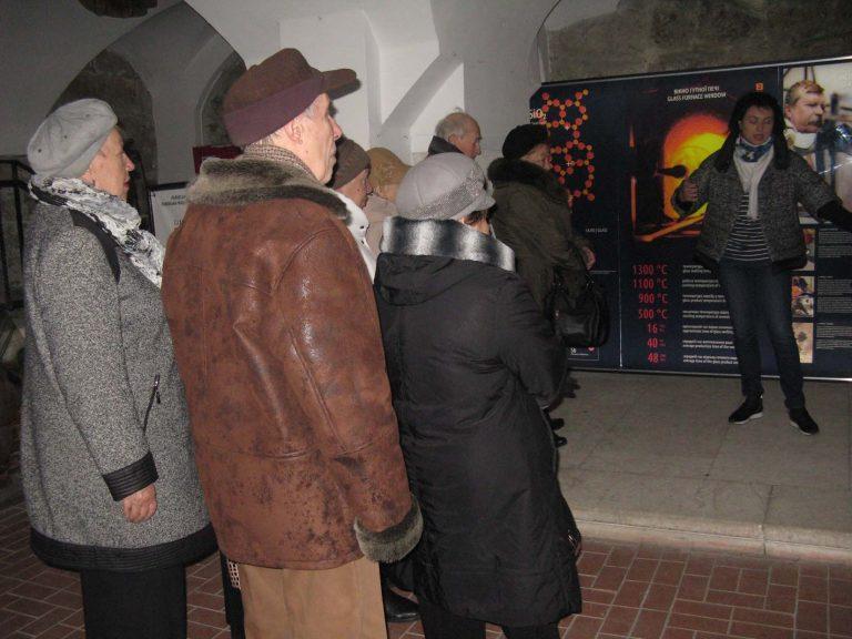 Екскурсія в Музей скла: група львів'ян оглянула експозицію