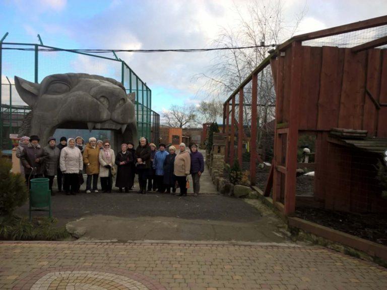 Літні дідусі та бабусі відвідали зоопарк «Лімпопо»