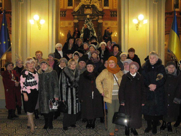 Півсотні літніх людей побували у львівській опері