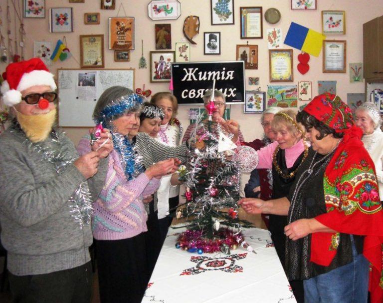 В колі друзів: Святкова зустрічі Нового Року для осіб літнього віку