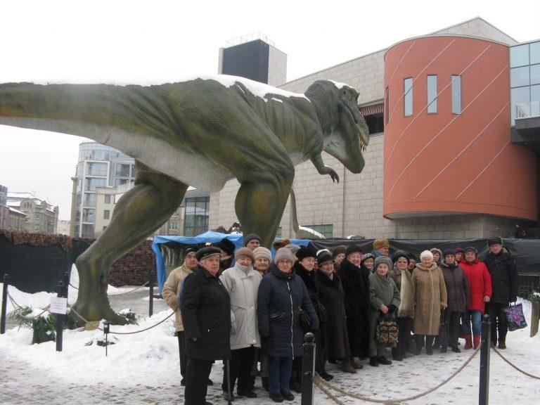 Літні львів'яни побували на виставці «Живі динозаври»