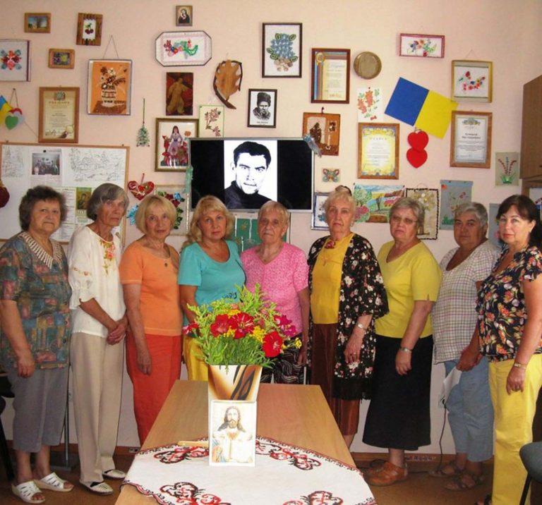 Літніх львів'ян запрошують долучитись до заходів та скористатись послугами Львівського терцентру
