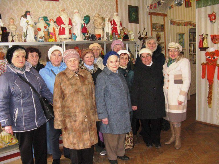 Львів'яни поважного віку відвідали музей іграшок
