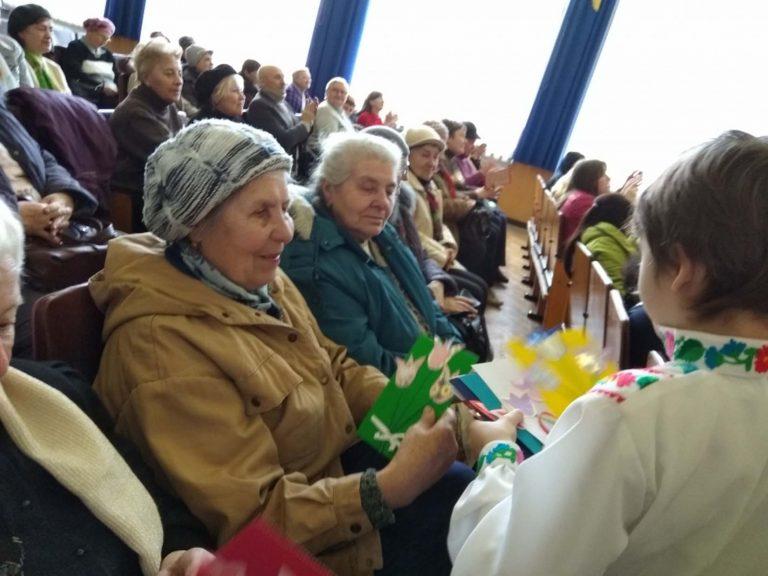 Юні співаки та танцюристи подарували львів'янам поважного віку «Свято весни»