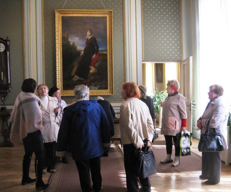 Для відвідувачів Львівського терцентру організували пізнавальну екскурсію у Палац Потоцьких