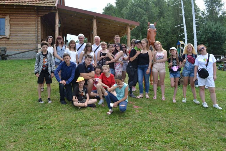 Ігри, арт-заняття, катання на конях: двадцятеро львівських дітей побували на ранчо «Скарбова гора»