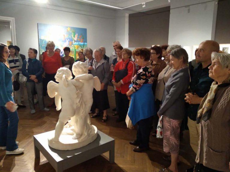 Тридцятеро літніх львів'ян відвідали мистецьку виставку «Ангели»