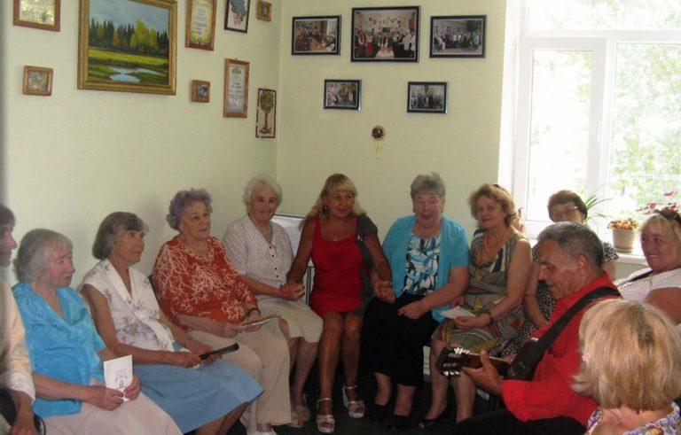 Для львів'ян поважного віку організували співочу зустріч