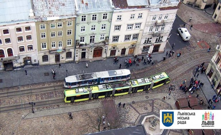 Завтра літні львів'яни подорожуватимуть трамваєм по місту, співаючи патріотичних пісень