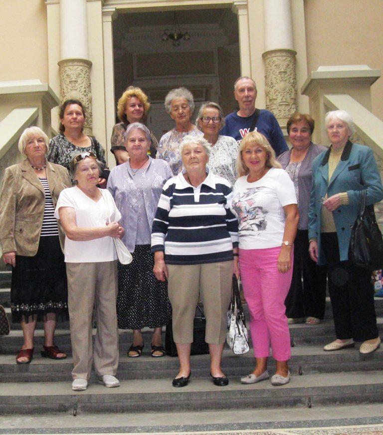 Екскурсія осіб літнього віку до музею Івана Франка